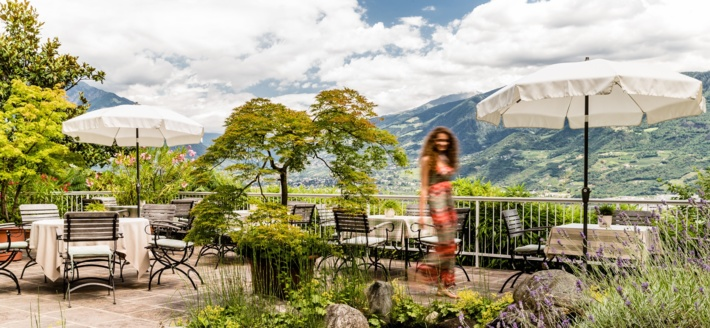 Relax in the fresh air on the terrace above Lana-Merano